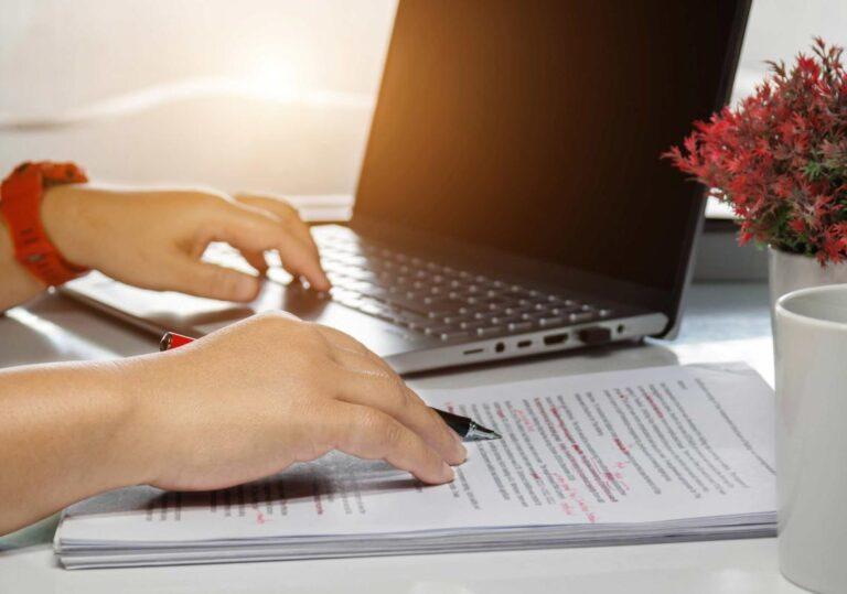 Proofreading a tłumaczenie – kiedy warto zamówić korektę tekstu?